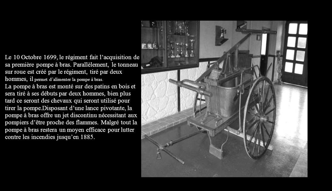 La seringue sur roue est le premier matériel destiné à la lutte contre lincendie, cette machine inventée à la fin du 15 ème siècle est constitué dun i