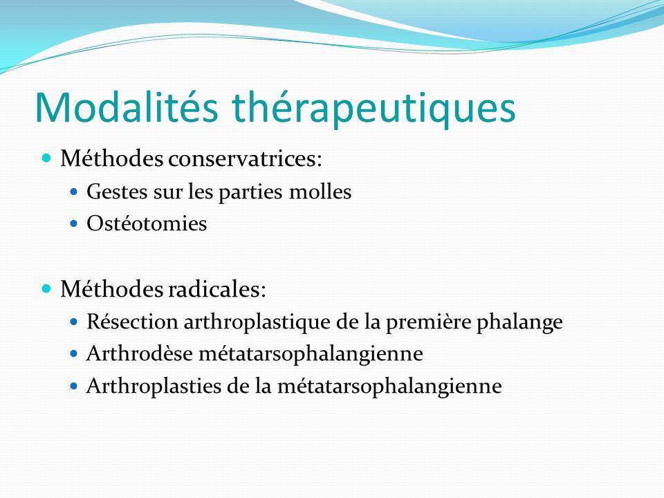 Modalités thérapeutiques Méthodes conservatrices: Gestes sur les parties molles Ostéotomies Méthodes radicales: Résection arthroplastique de la première phalange Arthrodèse métatarsophalangienne Arthroplasties de la métatarsophalangienne
