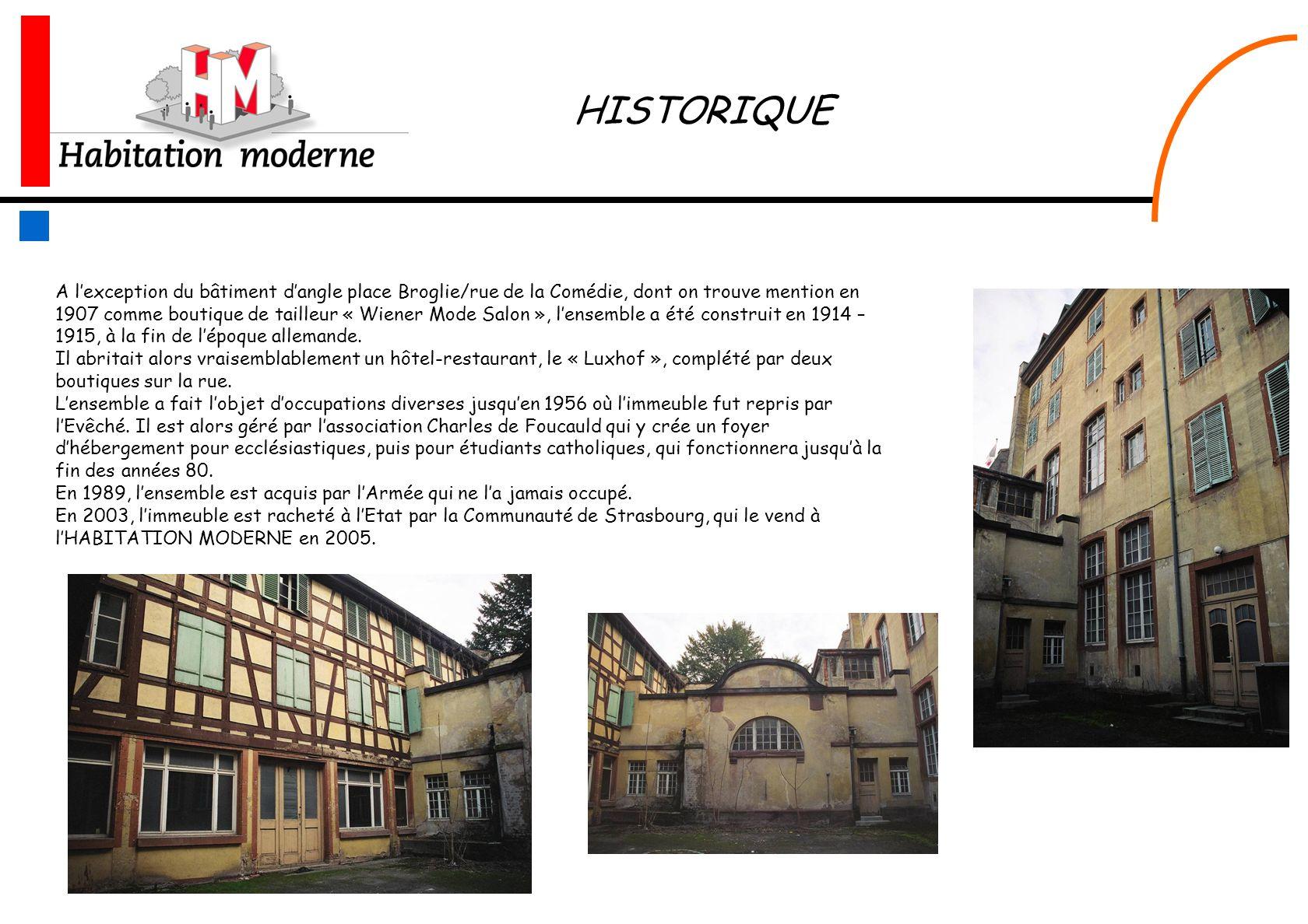 A lexception du bâtiment dangle place Broglie/rue de la Comédie, dont on trouve mention en 1907 comme boutique de tailleur « Wiener Mode Salon », lens