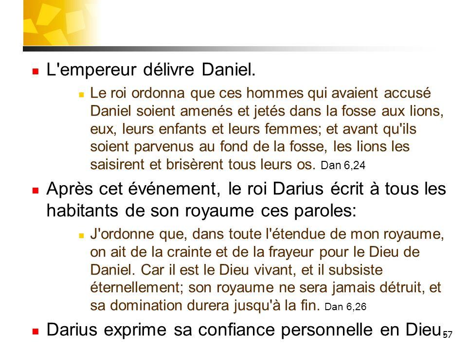 57 L'empereur délivre Daniel. Le roi ordonna que ces hommes qui avaient accusé Daniel soient amenés et jetés dans la fosse aux lions, eux, leurs enfan
