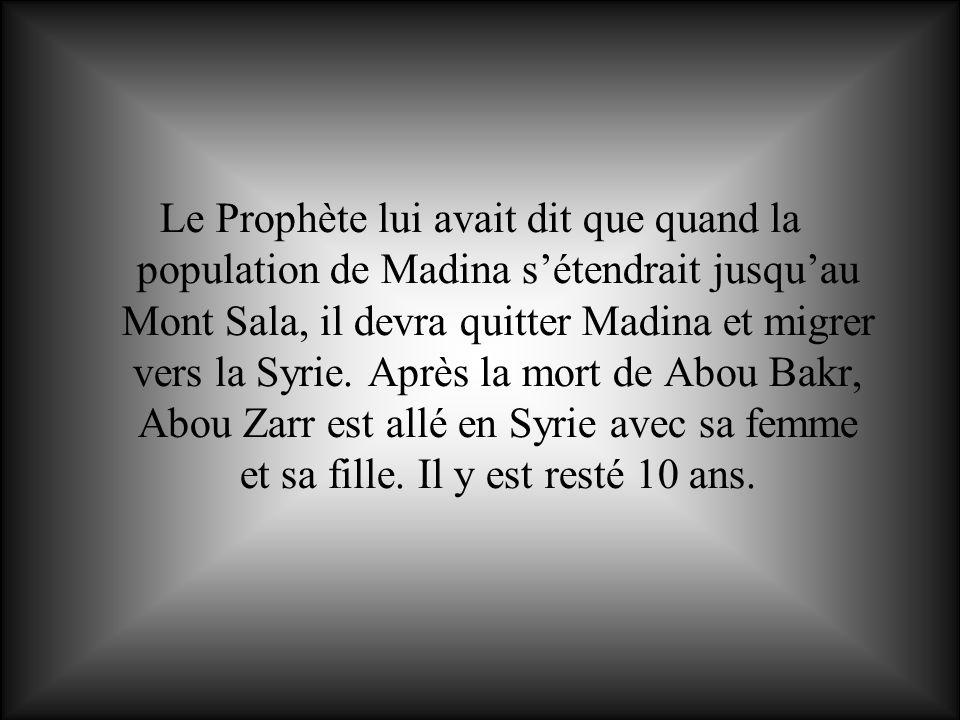 Le Prophète lui avait dit que quand la population de Madina sétendrait jusquau Mont Sala, il devra quitter Madina et migrer vers la Syrie. Après la mo