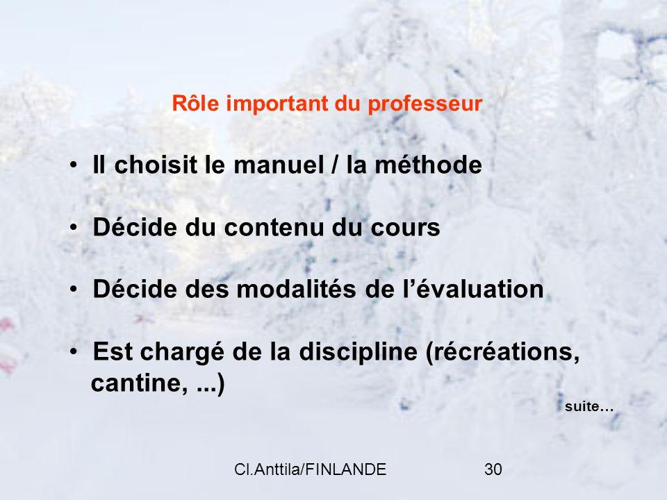 Cl.Anttila/FINLANDE30 Rôle important du professeur Il choisit le manuel / la méthode Décide du contenu du cours Décide des modalités de lévaluation Es