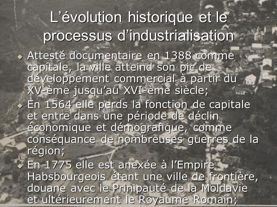 Jusquen 1918; Suceava se développe comme un centre commercial, les activités industrielles étant réduites; Jusquen 1918; Suceava se développe comme un centre commercial, les activités industrielles étant réduites; Après 1918, la Moldavie se reunit à la Roumanie; Après 1918, la Moldavie se reunit à la Roumanie; À la veille de la Seconde Guerre Mondiale, lindustrie de la ville était représentée seulement par deux moulins, une fabrique de charcuteries, une fabrique de sucre, une de couleurs de terre, une presse-huile et deux tanneries; À la veille de la Seconde Guerre Mondiale, lindustrie de la ville était représentée seulement par deux moulins, une fabrique de charcuteries, une fabrique de sucre, une de couleurs de terre, une presse-huile et deux tanneries; Le processus dindustrialisation commence à se développer après 1960 ayant un rythme alert jusquen 1990; Le processus dindustrialisation commence à se développer après 1960 ayant un rythme alert jusquen 1990;