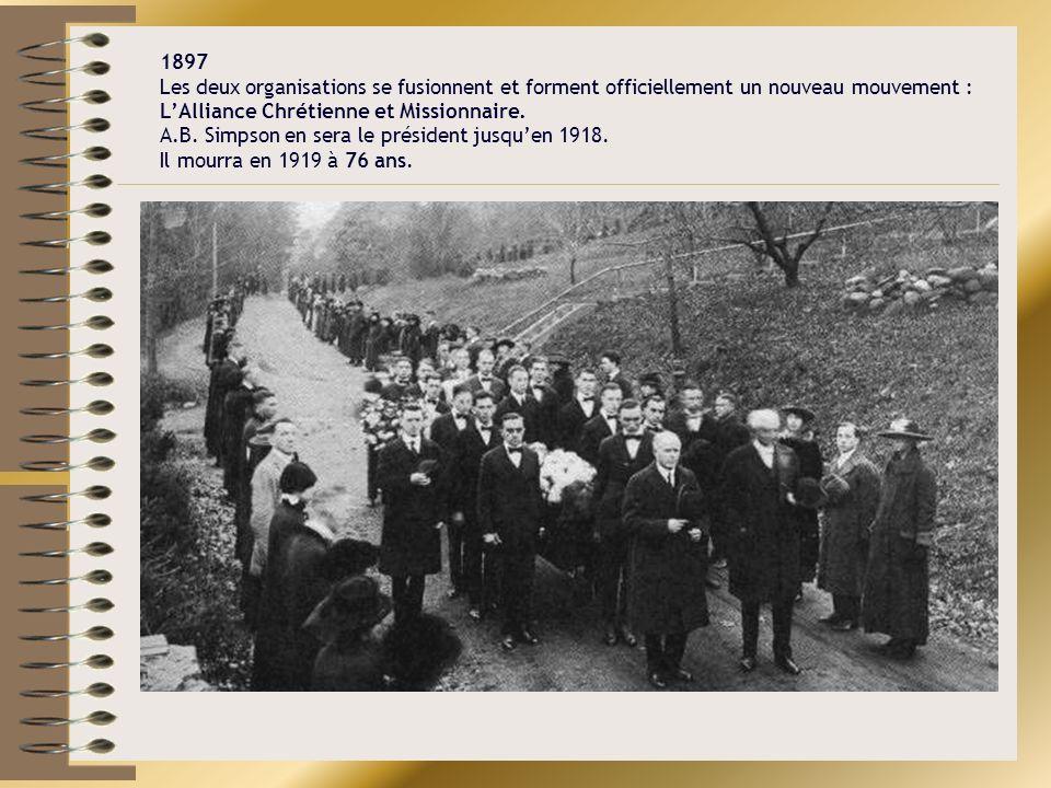 1897 Les deux organisations se fusionnent et forment officiellement un nouveau mouvement : LAlliance Chrétienne et Missionnaire. A.B. Simpson en sera