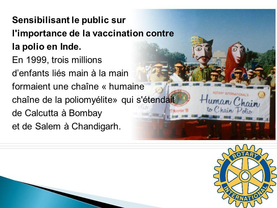 ® Sensibilisant le public sur l'importance de la vaccination contre la polio en Inde. En 1999, trois millions denfants liés main à la main formaient u
