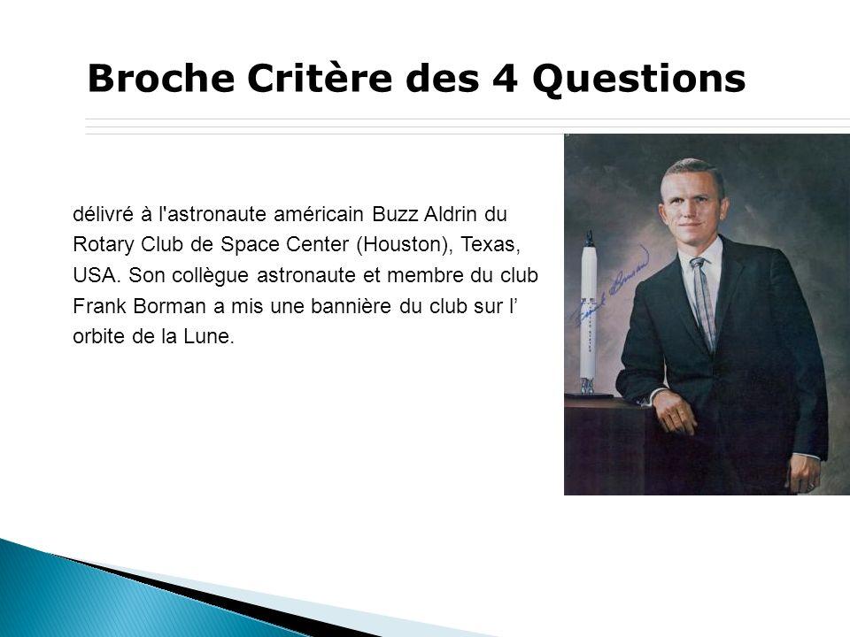 Broche Critère des 4 Questions délivré à l astronaute américain Buzz Aldrin du Rotary Club de Space Center (Houston), Texas, USA.