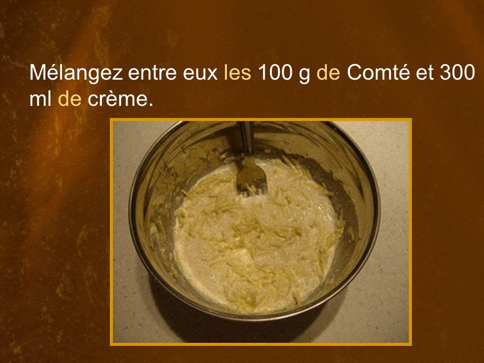 Mélangez entre eux les 100 g de Comté et 300 ml de crème.