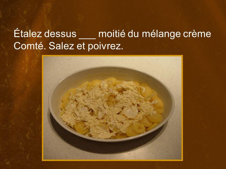 Étalez dessus ___ moitié du mélange crème Comté. Salez et poivrez.