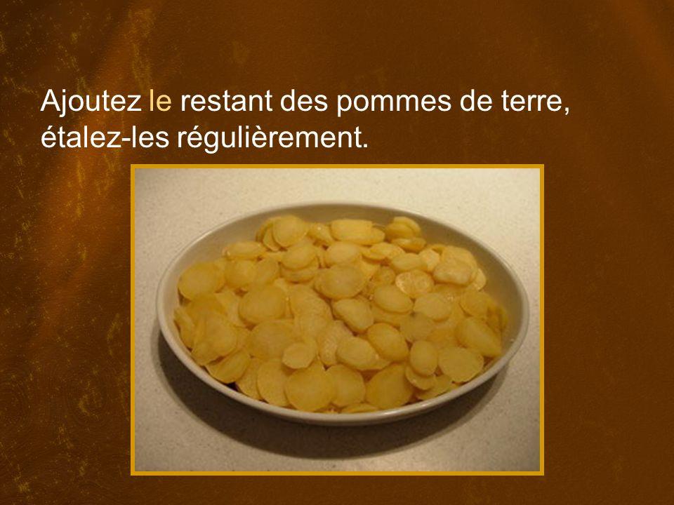 Ajoutez le restant des pommes de terre, étalez-les régulièrement.