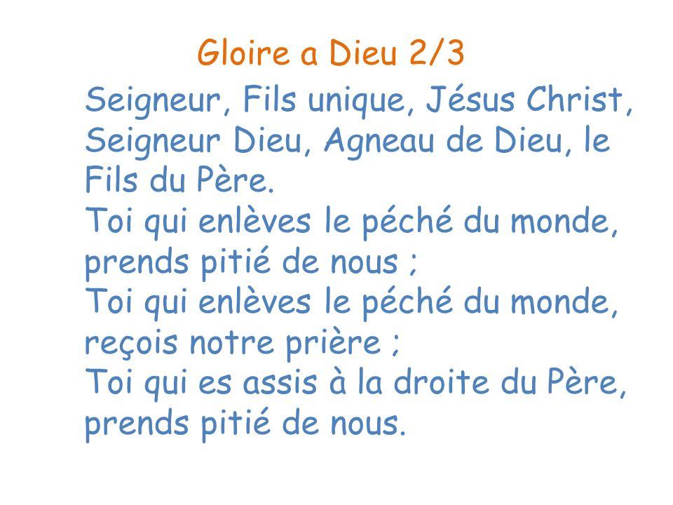 Dieu est dans nos yeux (2x) Dieu est dans nos mains (2x) Dieu est sur nos lèvres (2x) Dieu est dans nos voix (2x) Notre Dieu est là, là où on ne lattend pas (2x)