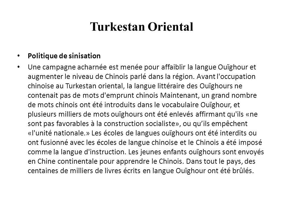 Larmee Chinoise rentre Urumchi Juillet 2013