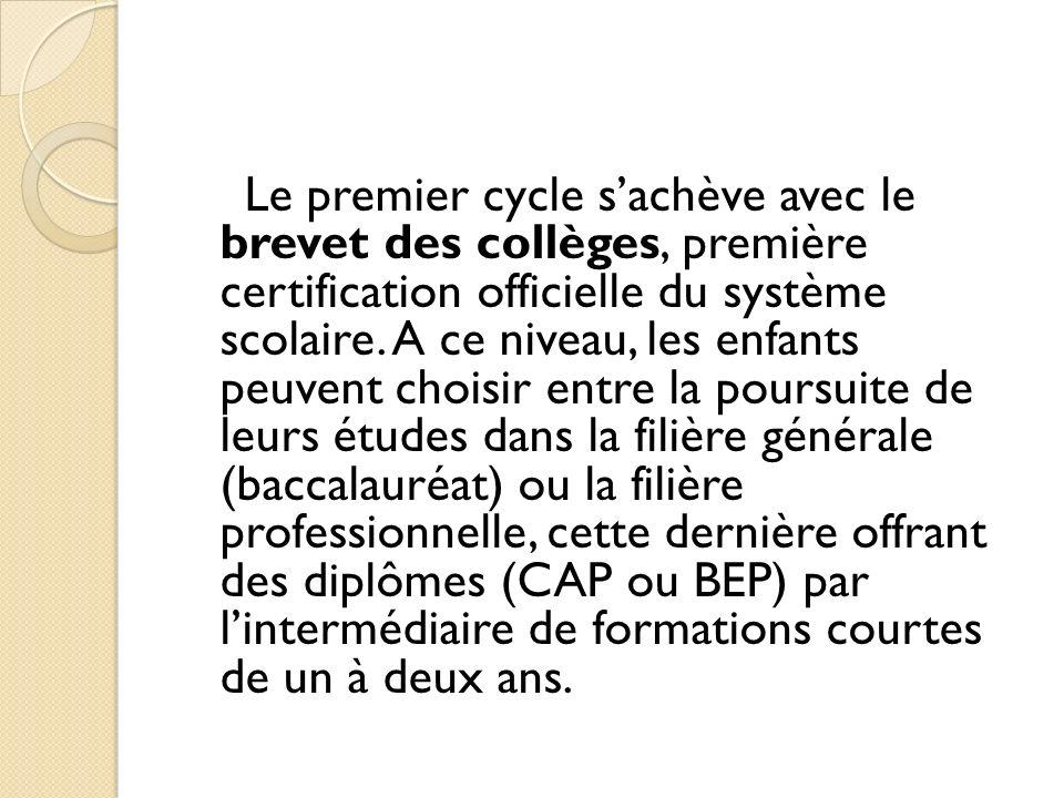 Le premier cycle sachève avec le brevet des collèges, première certification officielle du système scolaire. A ce niveau, les enfants peuvent choisir
