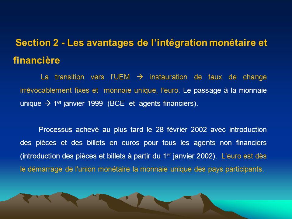 Section 2 - Les avantages de lintégration monétaire et financière La transition vers l'UEM instauration de taux de change irrévocablement fixes et mon