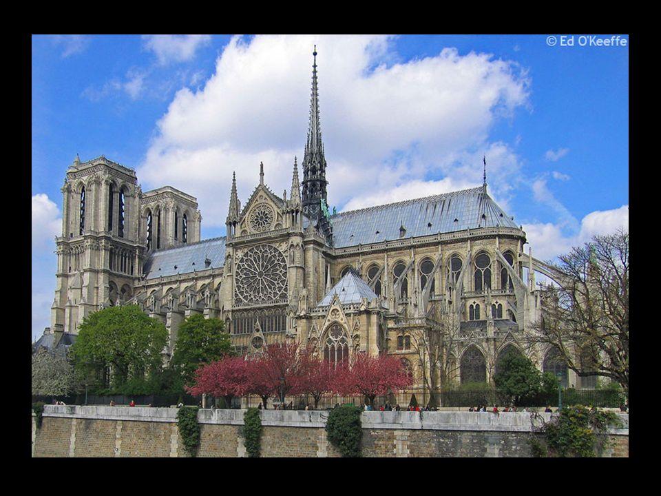 LARC DE TRIOMPHE L Arc de Triomphe remonte à 1806, lorsque Napol sur Chalgrin commandé de construire un arc à la gloire de l armée française.