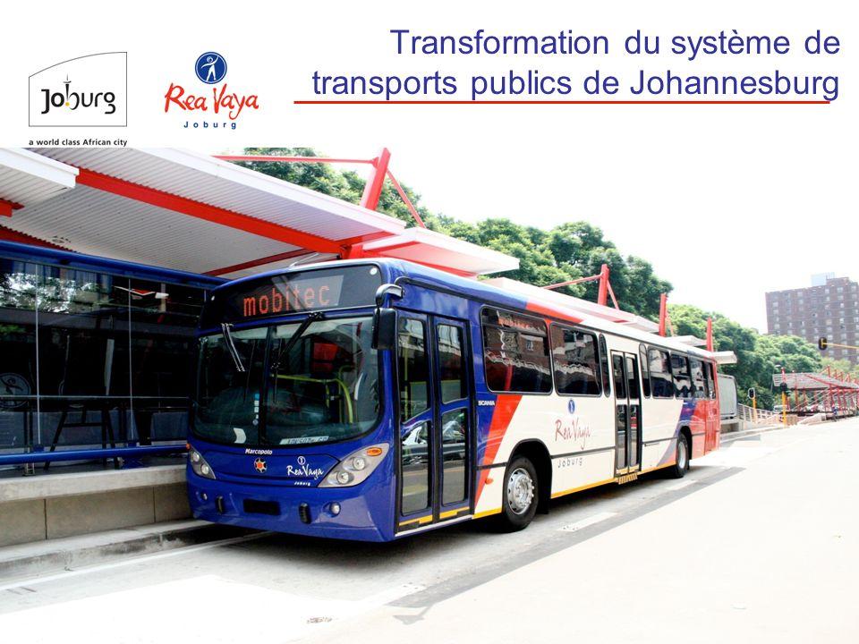 5 Rappel historique En juillet 2006, des représentants de la municipalité de Johannesburg et des opérateurs de transports en commun se sont rendus à Bogotá pour étudier le système de bus à haut niveau de service Après cette mission, la municipalité a commandé une étude de cadrage détaillée en vue de la mise en œuvre du système du BHNS Le 23 novembre 2006, le Comité et le Conseil municipaux de Johannesburg ont approuvé la mise en œuvre du BHNS Ils ont demandé par la même occasion que des consultations démarrent avec les opérateurs dautobus et de taxis en activité en vue de la transformation 312 millions de dollars ont été affectés au lancement du projet La municipalité a aussi reçu 2 millions deuros de Jfw/GTZ et 3,5 millions de dollars du FEM/PNUD Les travaux de construction ont commencé le 15 octobre 2007 Les premiers bus à haut niveau de service ont commencé à circuler le 1 er septembre 2009
