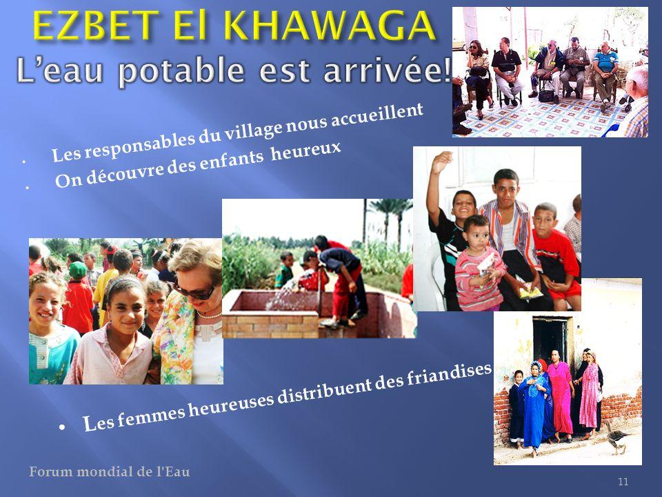 Les responsables du village nous accueillent On découvre des enfants heureux 11 L es femmes heureuses distribuent des friandises Forum mondial de l'Ea