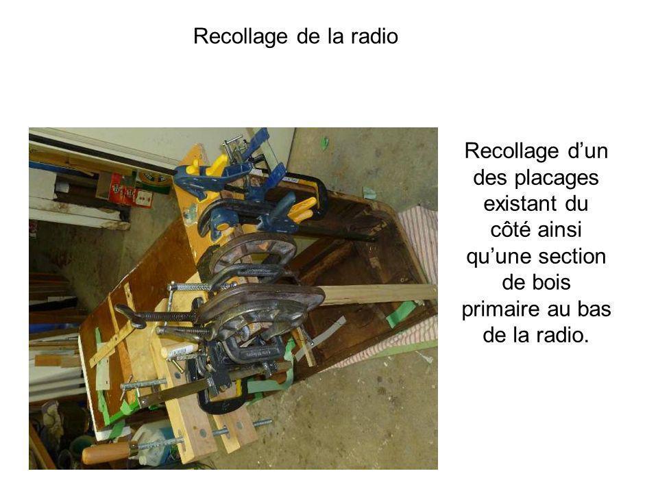 Recollage dun des placages existant du côté ainsi quune section de bois primaire au bas de la radio. Recollage de la radio