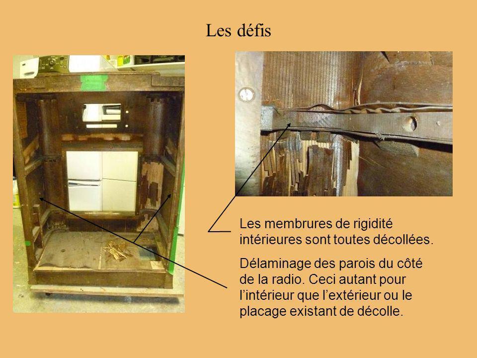Recollage dun des placages existant du côté ainsi quune section de bois primaire au bas de la radio.