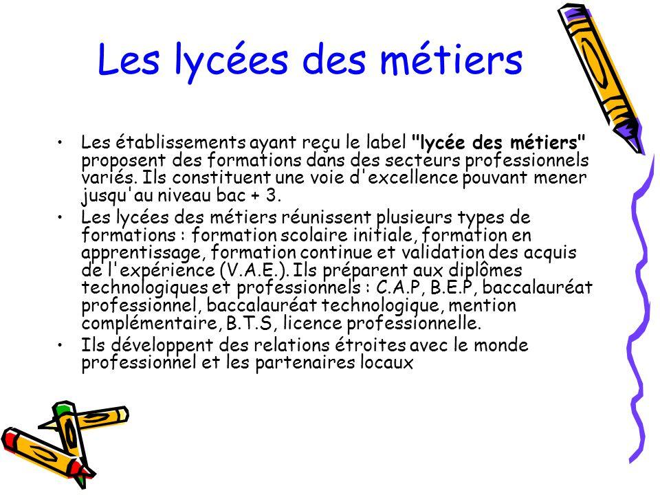 Les lycées des métiers Les établissements ayant reçu le label lycée des métiers proposent des formations dans des secteurs professionnels variés.