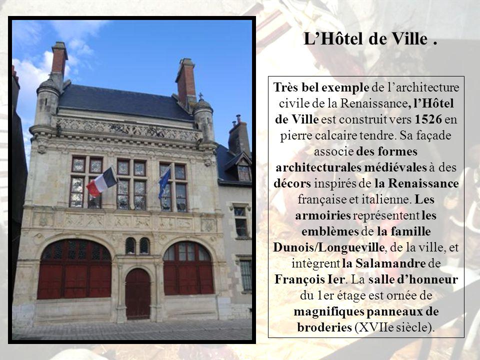 Maison dite « des Templiers » *** Plus ancien édifice civil de Beaugency (XIIe siècle), la maison dite « des Templiers » évoque le raffinement des bel