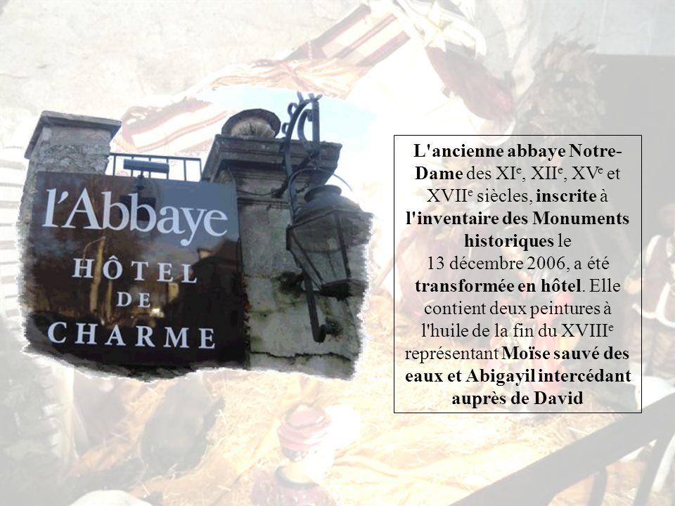 Cest de là que nous partons à la découverte de la vieille ville, en commençant par lAbbaye Notre Dame devenu un très bel hôtel de charme.