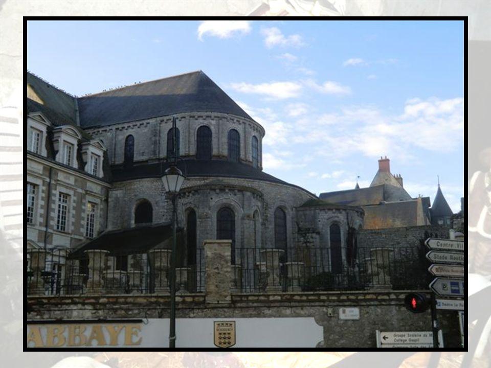 L'ancienne abbaye Notre- Dame des XI e, XII e, XV e et XVII e siècles, inscrite à l'inventaire des Monuments historiques le 13 décembre 2006, a été tr