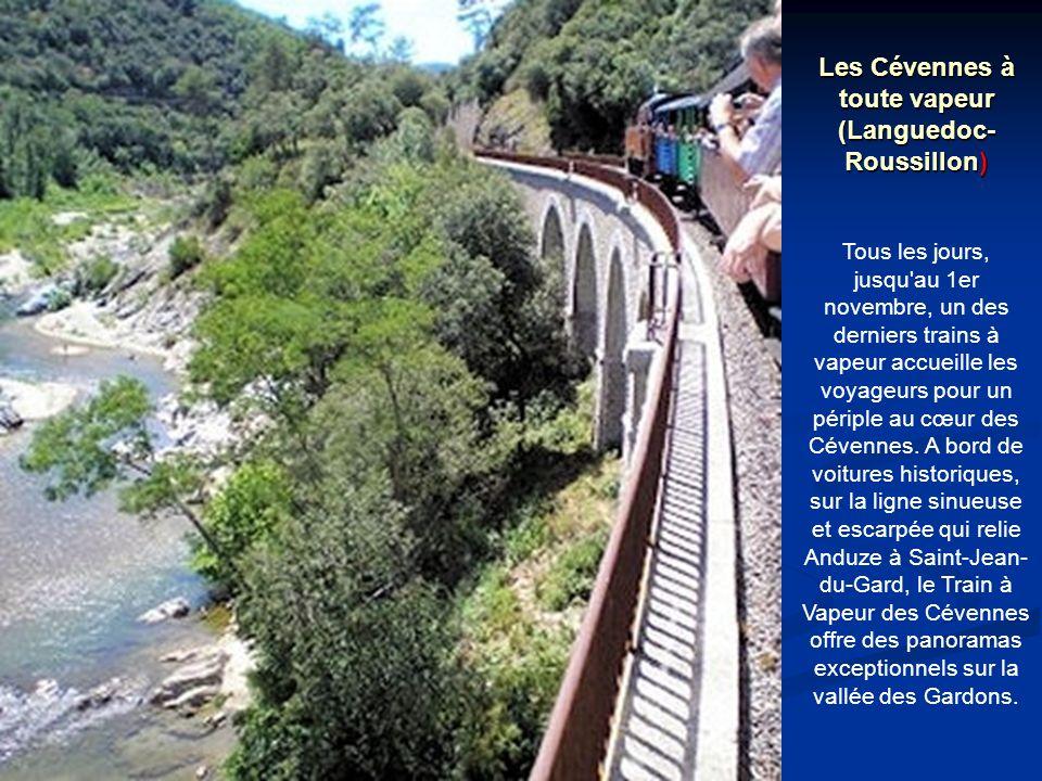 Les Cévennes à toute vapeur (Languedoc- Roussillon) Tous les jours, jusqu au 1er novembre, un des derniers trains à vapeur accueille les voyageurs pour un périple au cœur des Cévennes.