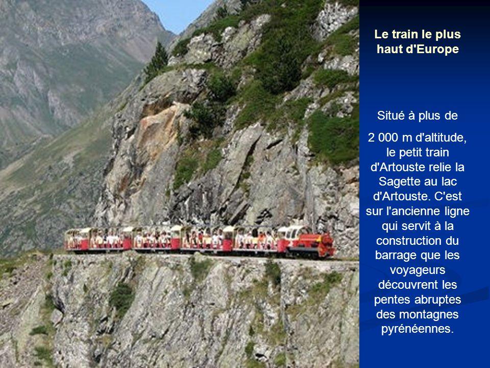 Le train le plus haut d Europe Situé à plus de 2 000 m d altitude, le petit train d Artouste relie la Sagette au lac d Artouste.