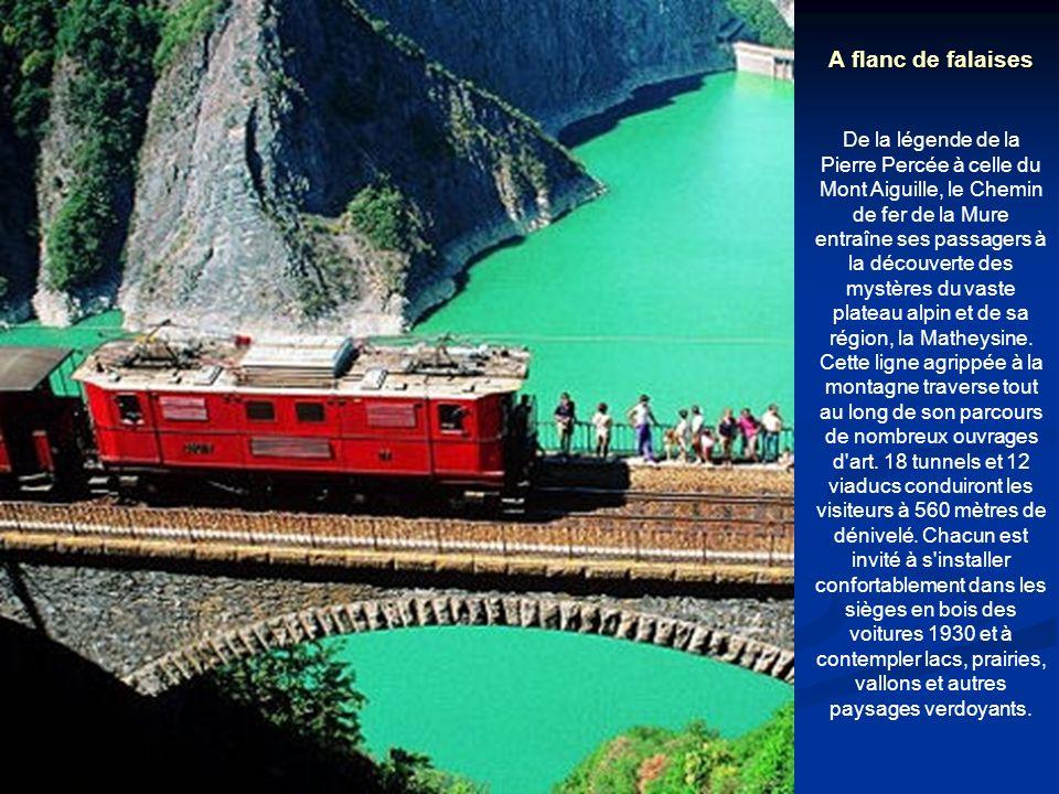 A flanc de falaises De la légende de la Pierre Percée à celle du Mont Aiguille, le Chemin de fer de la Mure entraîne ses passagers à la découverte des mystères du vaste plateau alpin et de sa région, la Matheysine.