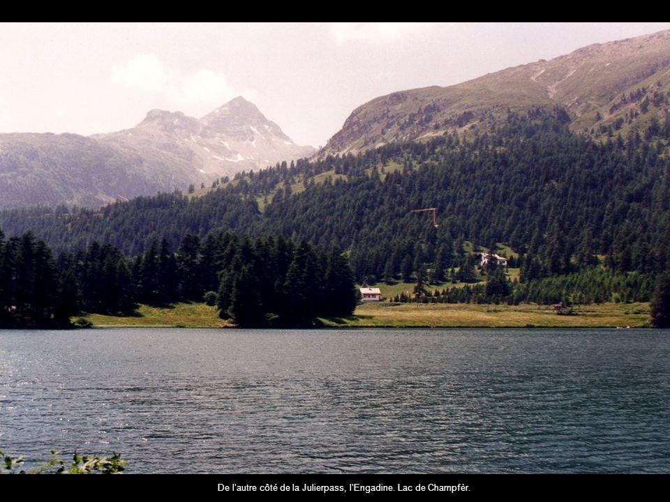 De lautre côté de la Julierpass, lEngadine. Lac de Champfèr.