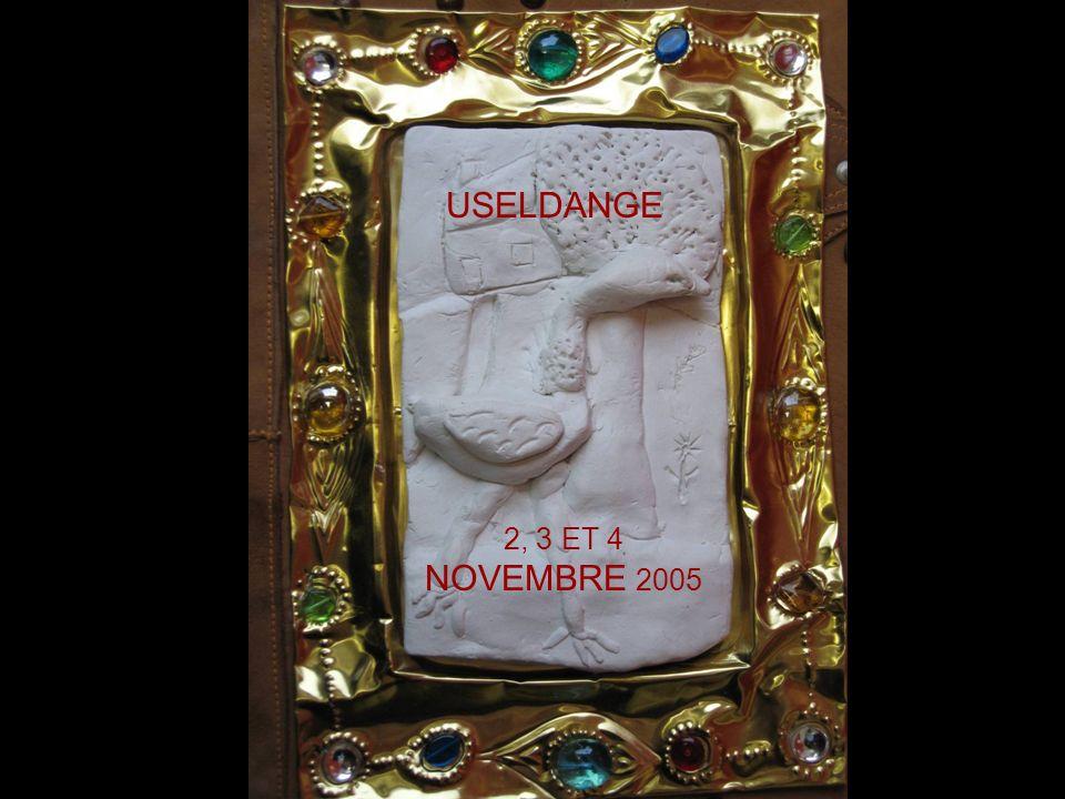 En lan de grâce 2005, au mois de novembre, dans la bonne ville dUseldange, quatorze jeunes copistes calligraphes ont écrit la légende de lAutruche Folle.