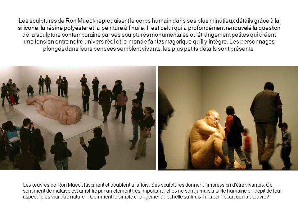Les sculptures de Ron Mueck reproduisent le corps humain dans ses plus minutieux détails grâce à la silicone, la résine polyester et la peinture à lhu