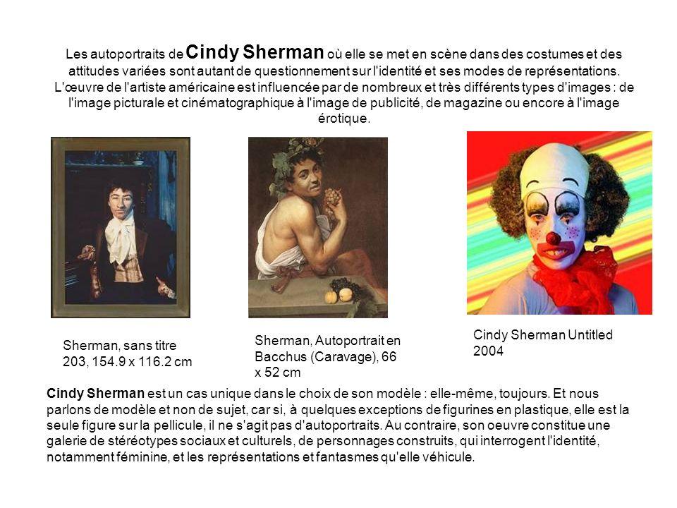 Les autoportraits de Cindy Sherman où elle se met en scène dans des costumes et des attitudes variées sont autant de questionnement sur l'identité et