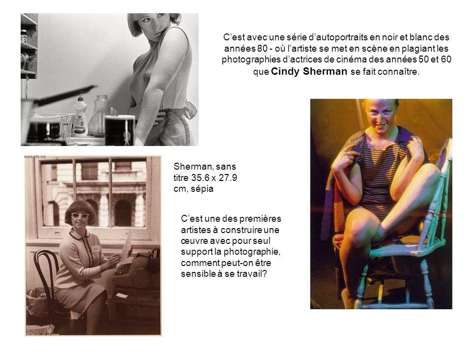 Cest avec une série dautoportraits en noir et blanc des années 80 - où lartiste se met en scène en plagiant les photographies dactrices de cinéma des