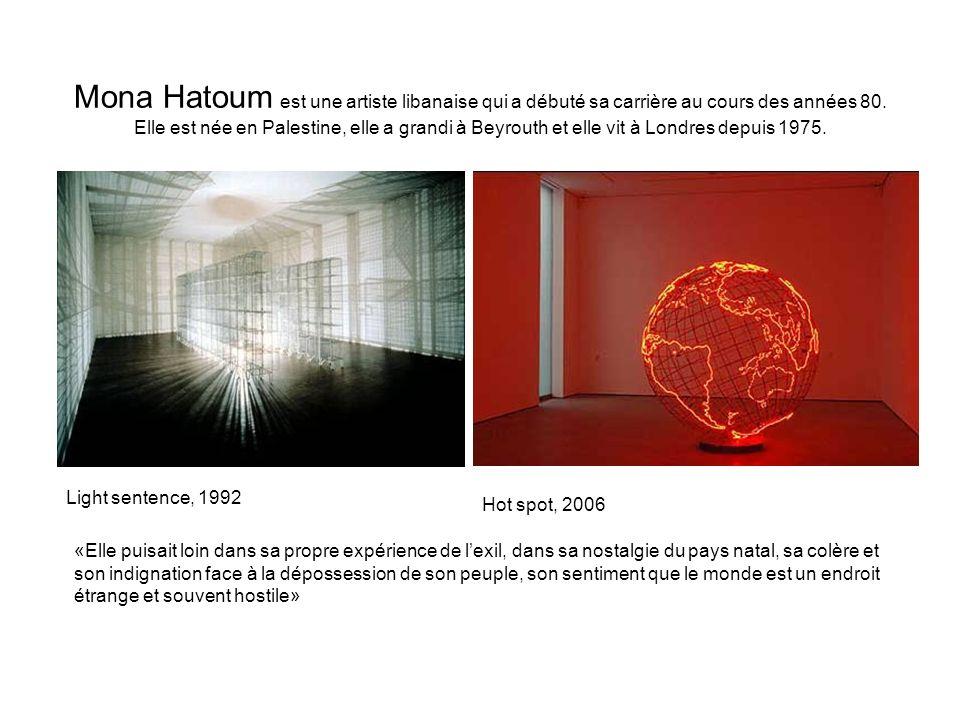 Mona Hatoum est une artiste libanaise qui a débuté sa carrière au cours des années 80. Elle est née en Palestine, elle a grandi à Beyrouth et elle vit