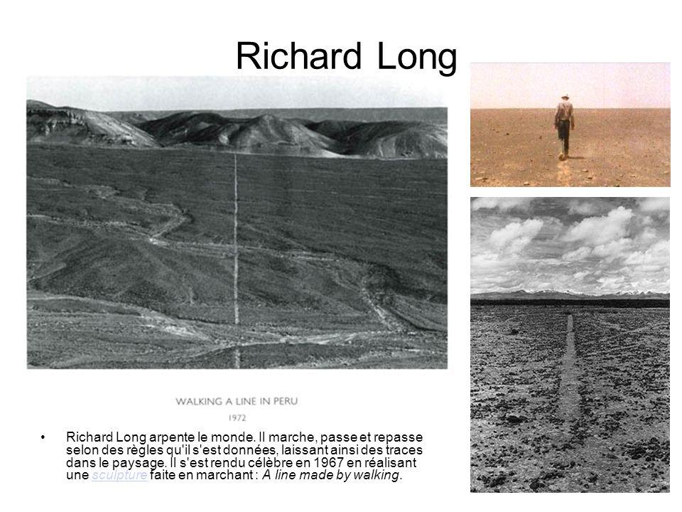 Circle India, Richard Long Richard Long Richard Long arpente le monde. Il marche, passe et repasse selon des règles qu'il s'est données, laissant ains