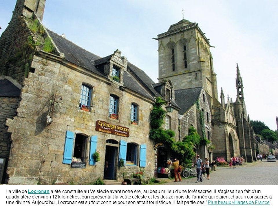 La Guerche de Bretagne, dans le département d'Ille-et-Vilaine, est réputée pour ses maisons anciennes à porches et colombages.
