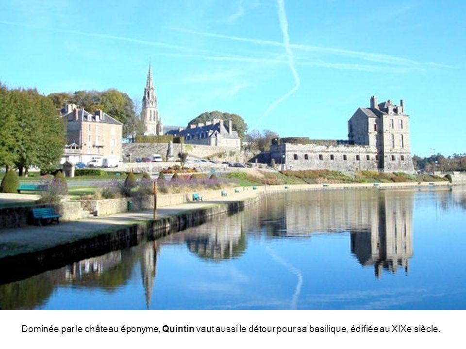 Capitale historique du Goëlo, Châtelaudren est située sur le Leff, affluent du Trieux.