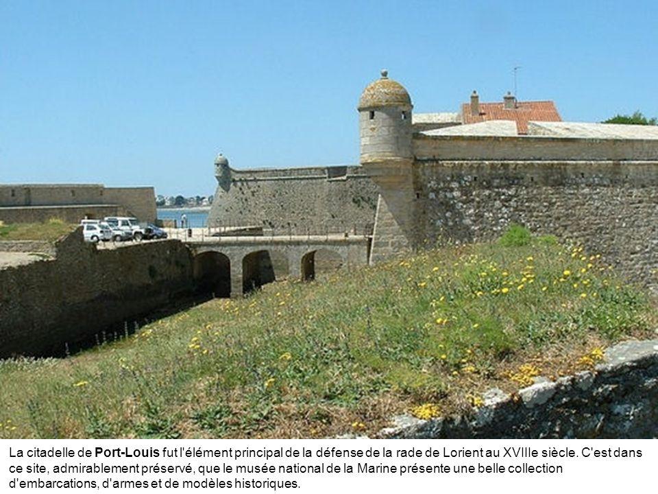 Le port de Ploumanac'h, sur la Côte de Granit Rose offre une escale de charme aux plaisanciers.