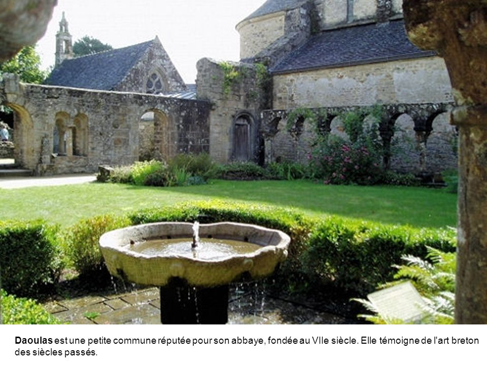 La Roche-Derrien est une petite cité de caractère qui séduira ceux qui fuient le tumulte des villes.