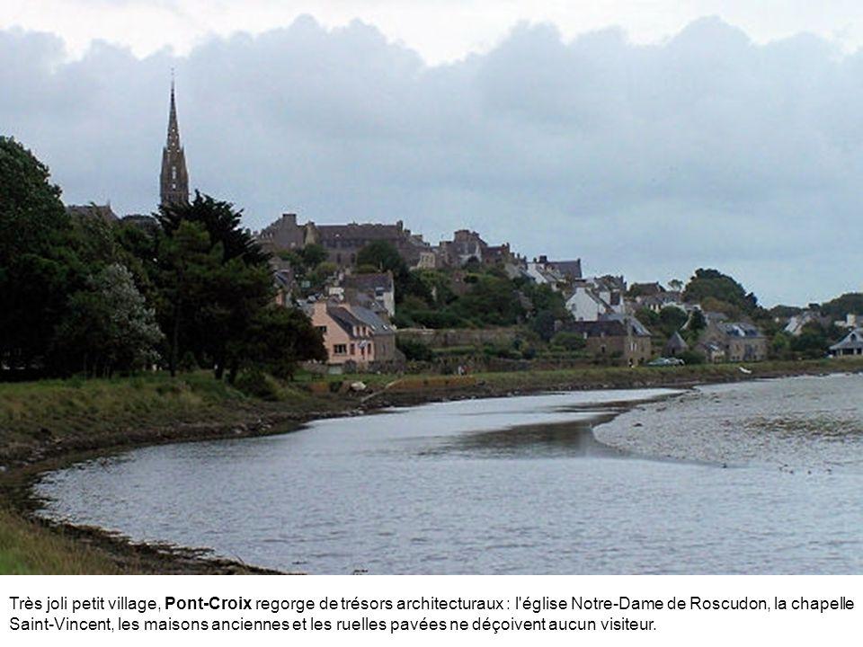 Entre Armor et Argoat, Guerlesquin est une petite cité médiévale au patrimoine riche : des anciennes demeures en granit du XVIe siècle à la prison sei