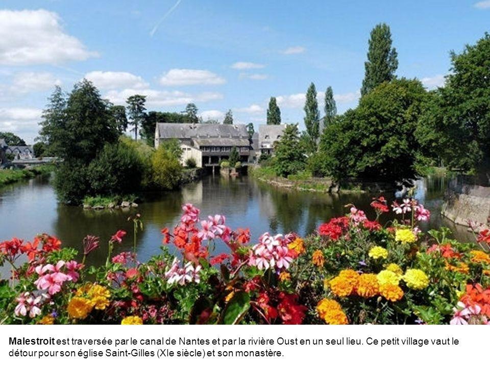 Petite cité de caractère entre Vannes et Rennes, Rochefort-en-Terre s'est bâtie sur un éperon rocheux en surplomb de la vallée de Gueuzon. La commune
