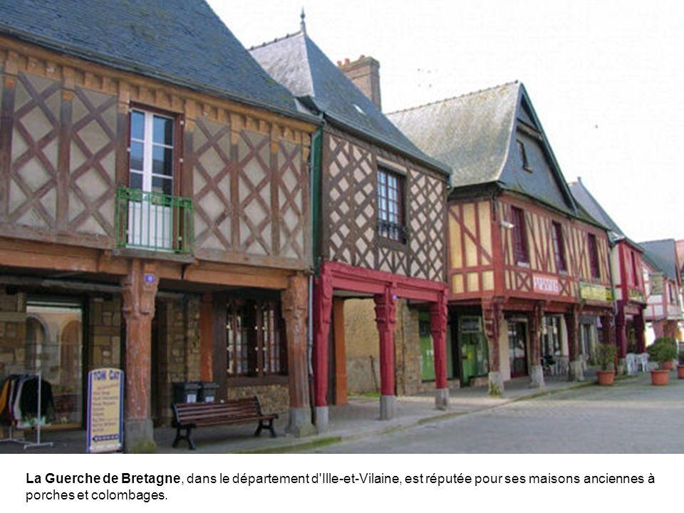 A la limite de la Bretagne et des Pays de la Loire, La Roche-Bernard dispose d'un joli port de plaisance.