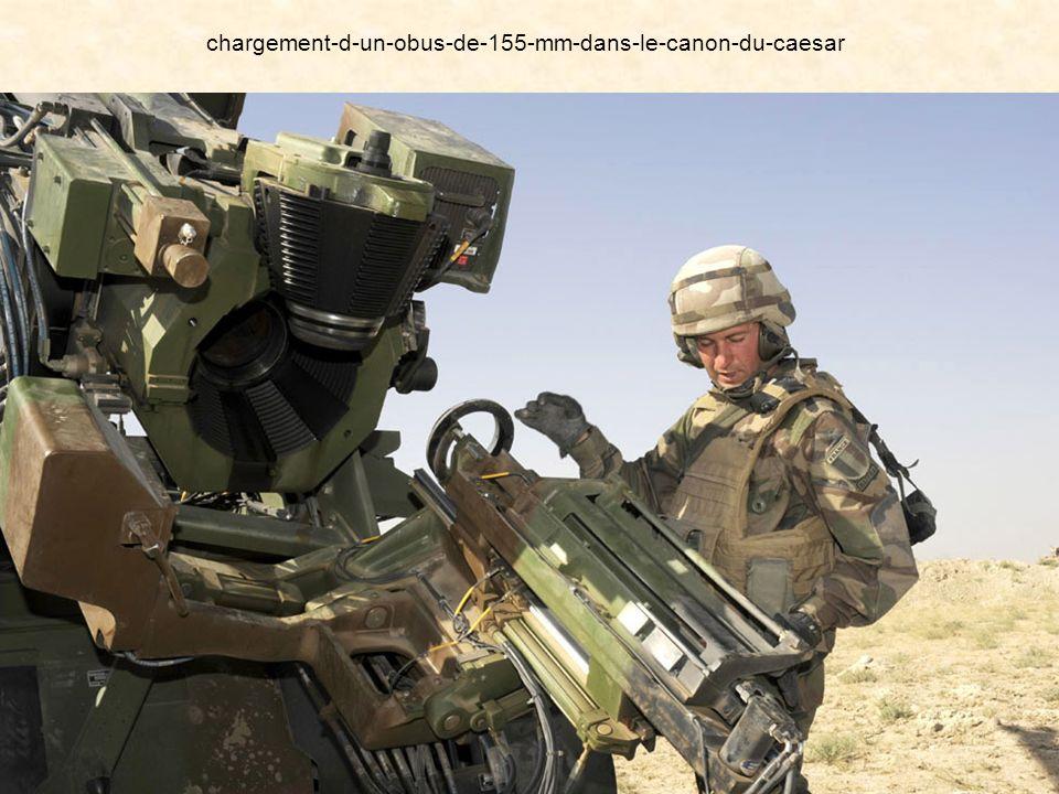 Les troupes : des militaires français et tchadiens La progression des troupes françaises et tchadiennes est appuyée par des avions, des hélicoptères d