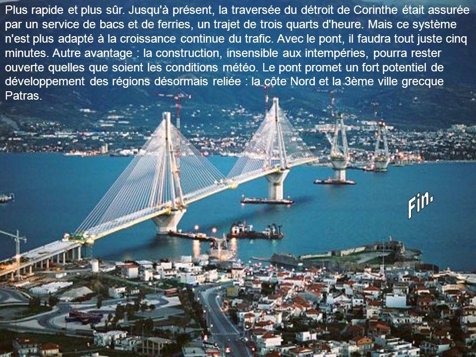 Une oeuvre d'art. Le pont de Rion-Antirion, avec quatre pylônes, est le pont à haubans qui en compte le plus. 23 paires de haubans sont accrochés de p