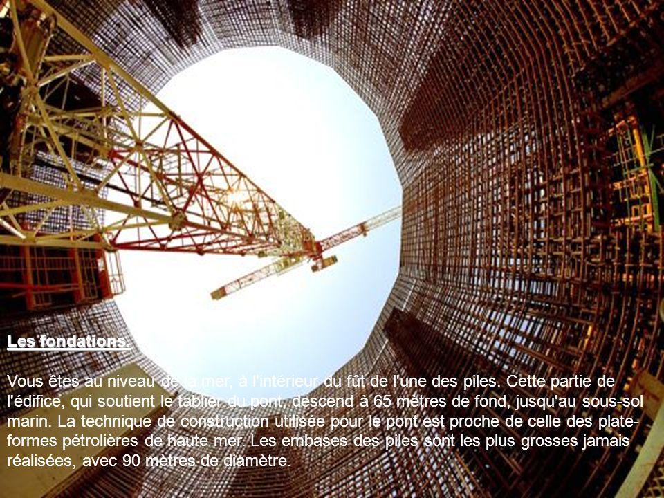 Des moyens colossaux Des moyens colossaux. La construction du pont aura nécessité 7 ans de travaux, 1200 hommes, 250 000 m3 de béton et 100 000 tonnes