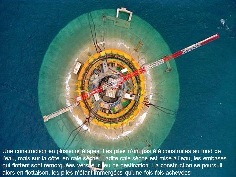 Les fondations. Vous êtes au niveau de la mer, à l'intérieur du fût de l'une des piles. Cette partie de l'édifice, qui soutient le tablier du pont, de