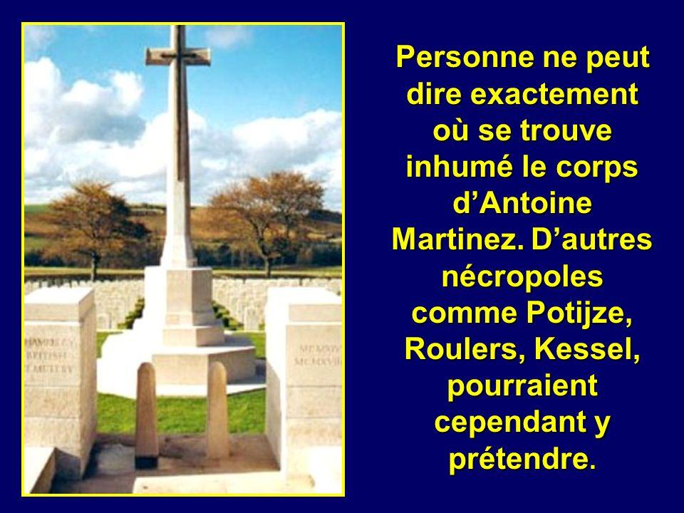Le secteur de Wytschaete a été tenu par les Anglais jusqu à la fin de la guerre. Le cimetière du lieu parmi dautres regroupe 673 soldats non identifié
