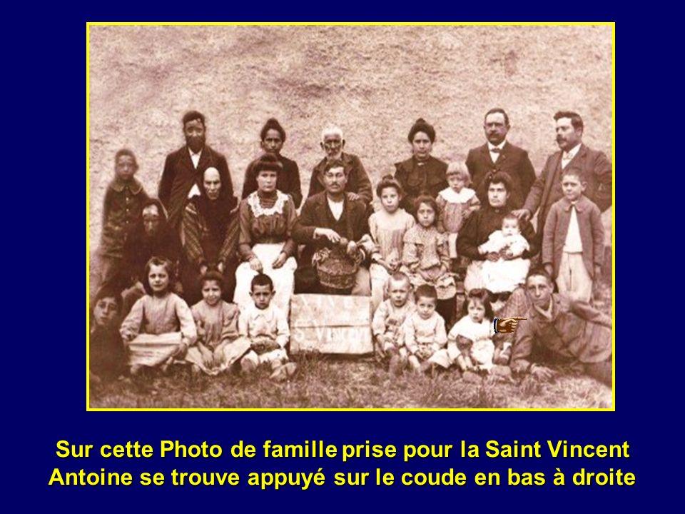 En ce samedi 18 avril 1903 Antoine laîné des six enfants et sa petite sœur tous deux en vêtements de luxe pour lépoque doivent se trouver au passage d