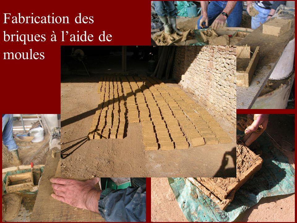 Fabrication des briques à laide de moules